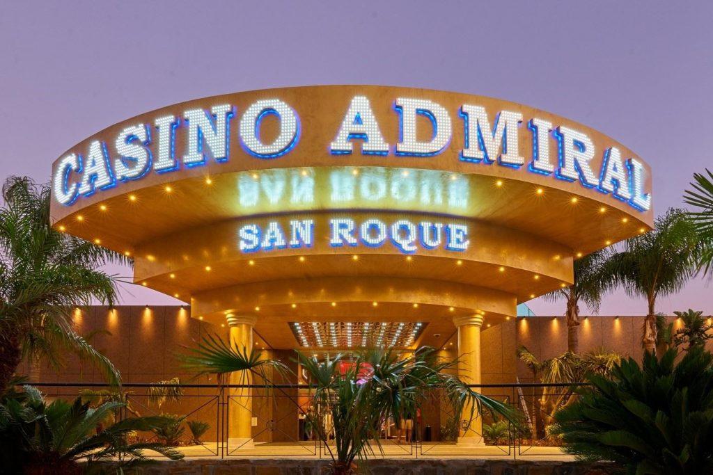 Vorderansicht des Casino Admiral in Spanien