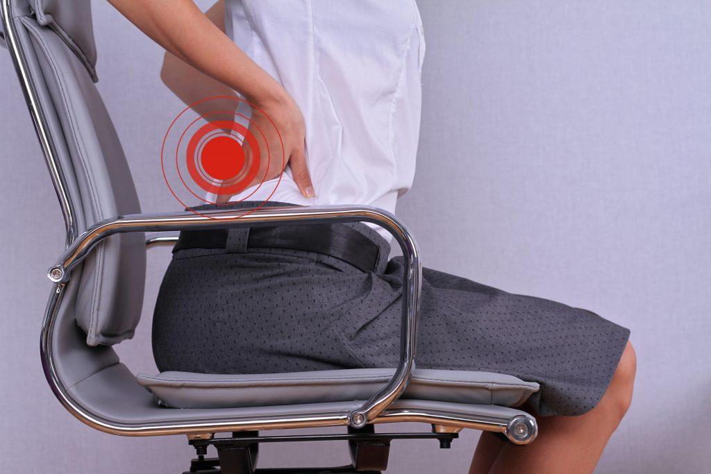 Frau mit Rückenleiden