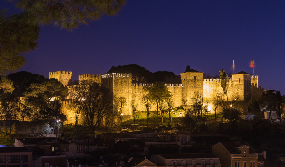 Castelo de São Jorge in Lissabon bei Nacht