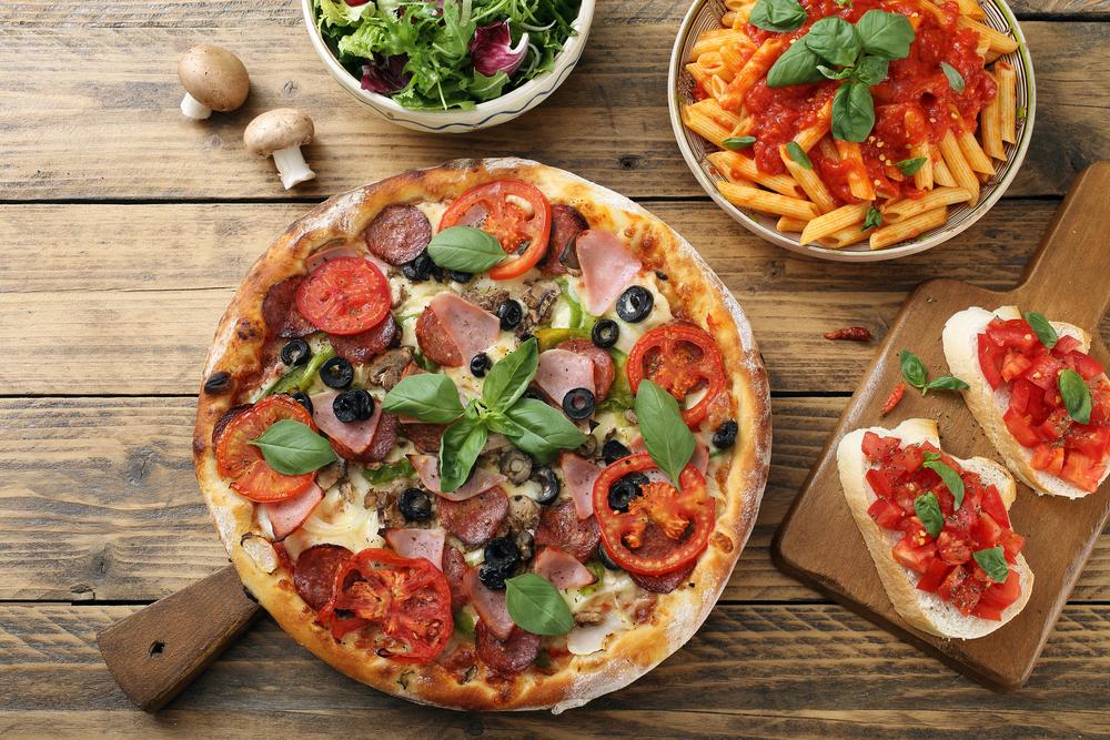 Pasta, Pizza und Bruschetta in einem italienischen Restaurant