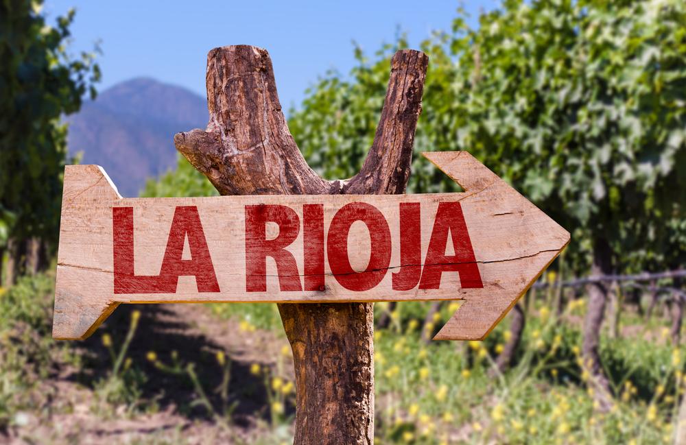 La Rioja-Wegweiser auf einem Weinberg