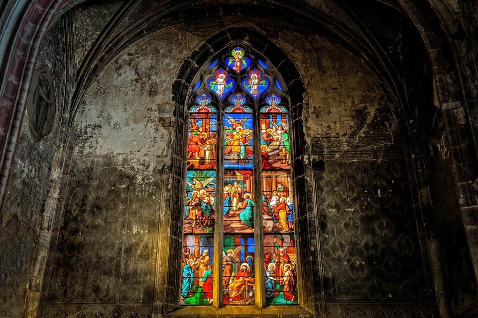Die Kirchenfenster von Notre-Dame sind einen Besuch wert.