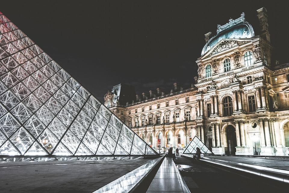 Der Louvre ist das drittgrößte Museum der Welt.
